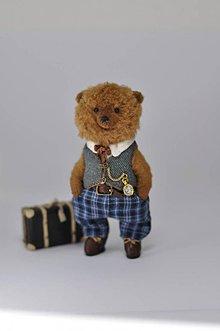 Hračky - Ručne šitý medvedík s kufríkom - 11252260_