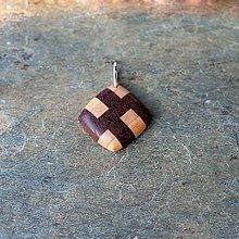 Náhrdelníky - Prívesok z dreva - Patchwork - 11256912_