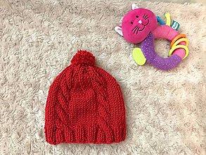 Detské čiapky - Novorodenecká pletená čiapka - 11257909_