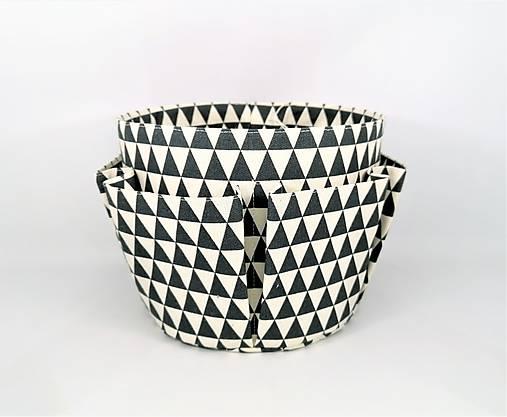 Košík-organízer na kozmetiku s geometrickým vzorom