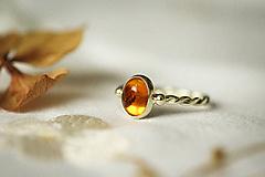 Prstene - Zlatý filigránový prsteň - Splynutie (Jantár) - 11260267_