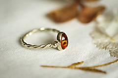 Prstene - Zlatý filigránový prsteň - Splynutie (Jantár) - 11260269_
