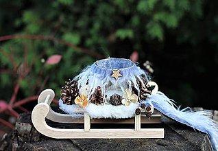 Dekorácie - Vianočný svietnik- sánky - 11260783_