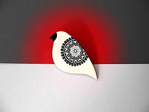 Odznaky/Brošne - ,,Biely vtáčik s ornamentom,, - 11261363_