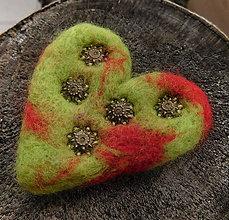 Odznaky/Brošne - brož plstené dúhové srdce - 11260165_