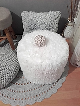 Úžitkový textil - HYGGE háčkovaný PUF chlpatý - 11258946_