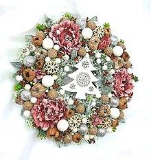 Dekorácie - Vianočný venček so stromčekom 30 cm - 11264832_