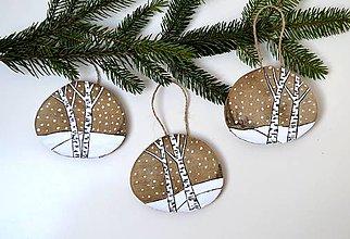 Dekorácie - Drevené ozdoby na stromček-Zima v lese - 11264972_