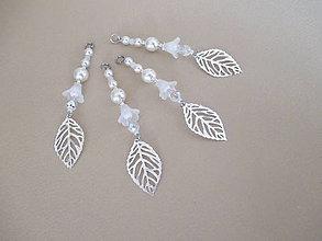 Dekorácie - Šperková závesná dekorácia na stromček - zvonček a lístok - bielo/strieborná - 4 ks - 11263587_