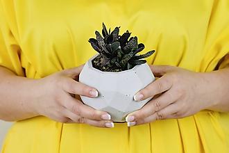 Nádoby - Betónový kvetináč Rhombico (L - šedý) - 11263843_