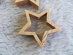 Dekorácie - Drevená vyrezávaná hviezdička - vianočná dekorácia 1ks - 11264054_