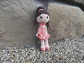 Hračky - Milá háčkovaná bábika - dievčatko - 25cm - 11267032_