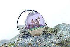 Náhrdelníky - Rozprávkový mach- Drevený prívesok fialový - 11264794_