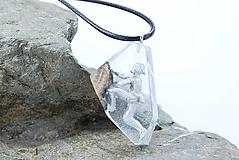 Náhrdelníky - Horolezec- Drevený náhrdelník hranatý - 11264915_