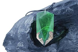 Náhrdelníky - Drevený náhrdelník - Zelená hora - 11264715_