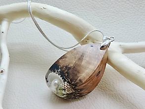 Náhrdelníky - Perla- Elegantný drevený nahrdelník - 11265216_