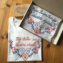 """Tričká - Maľované tričká pre manželov s ľudovým motívom a nápismi : """"Moja (meno) sa šťastne vydala"""" alebo na želanie - 11264814_"""