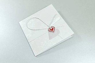 Papiernictvo - Srdce na dlani III - vyšívaný pozdrav - 11267001_
