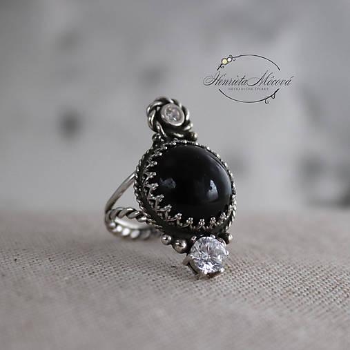 strieborný prsteň s obsidiánom (pre EMO princeznú)