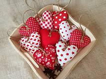 Dekorácie - Červeno-biele srdiečka ,vianočné - 11271455_
