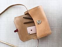 Kabelky - Minimalistická koženo-drevená kabelka - 11271432_