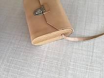 Kabelky - Minimalistická koženo-drevená kabelka - 11271474_
