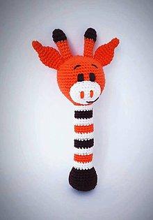 Hračky - hrkálka-háčkovaná žirafka - 11270981_