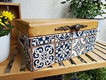 Nábytok - Truhlica s motívom dlaždíc - 11269979_