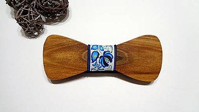 Doplnky - Pánsky drevený motýlik - modrý folklórny - 11269431_