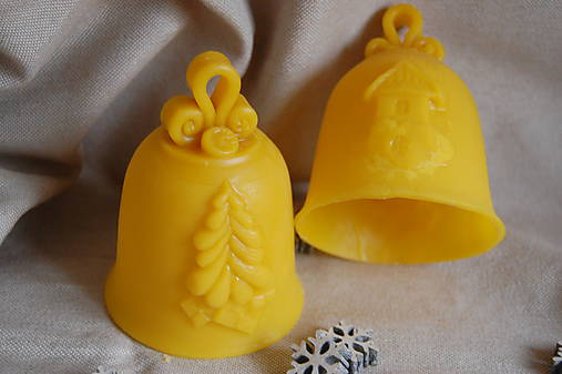 Zvonček z včelieho vosku dutý.