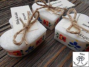 Darčeky pre svadobčanov - Srdiečko folklór s kartičkou 2 - 11270516_