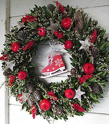 Dekorácie - Vianočný veniec s korčulkami - 11273223_