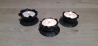 Dekorácie - Kovaný svícen na čajovou svíčku - 11271670_