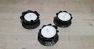 Dekorácie - Kovaný svícen na čajovou svíčku - 11271674_