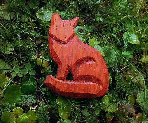 Drevená brošňa líška