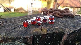 Prstene - Strieborny prsteň Ag925 Granat - 11273118_