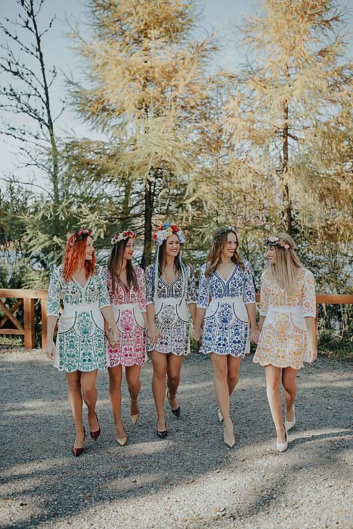 krátke vyšívané šaty Slavianka