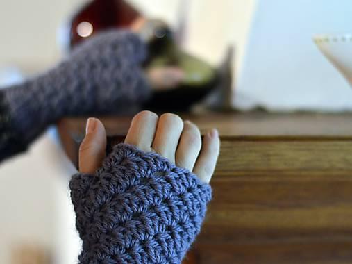 Bezprstové rukavice s alpakou: sivofialová