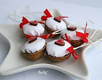 Dekorácie - Vianočné oriešky, srdiečko - 11278147_