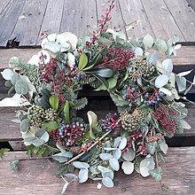 Dekorácie - Vianočný veniec greenery - 11275794_