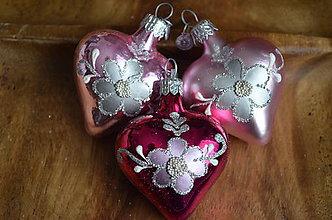 Dekorácie - Malé ružové srdiečka - 11277615_