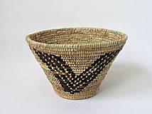 Dekorácie - Pletený palmový košík zdobený kožou - 11275829_