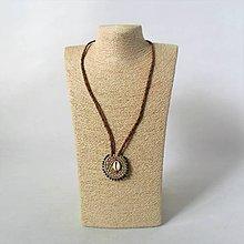 Náhrdelníky - Exotický náhrdelník, kožený náhrdelník, náhrdelník s mušľami - Vianočná zľava - doprava zadarmo - 11277244_