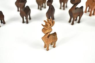 Dekorácie - Vianočný sob - malá drevená figúrka (Natálka (bledohnedý)) - 11277338_