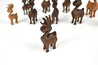 Dekorácie - Vianočný sob - malá drevená figúrka (Peťko (hnedý)) - 11277344_