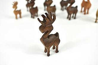 Dekorácie - Vianočný sob - malá drevená figúrka (Janko (tmavohnedý)) - 11277350_