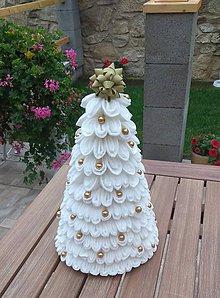 Dekorácie - Biely vianočný stromček - 11276874_