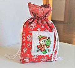 Úžitkový textil - Mikulášske/vianočné vrecúško výšivka MACKO SO STROMČEKOM - 11278350_