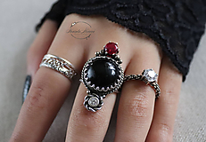 Prstene - strieborný prsteň s obsidiánom (pre EMO princeznú) - 11279066_