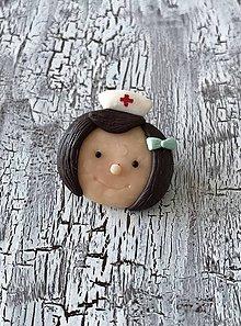 Odznaky/Brošne - zdravotná sestrička  (AKCIA! brošňa) - 11275476_
